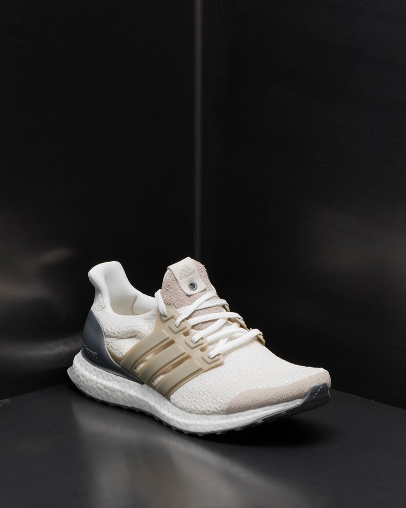 online retailer b8fee ad567 Ultra Boost Lux