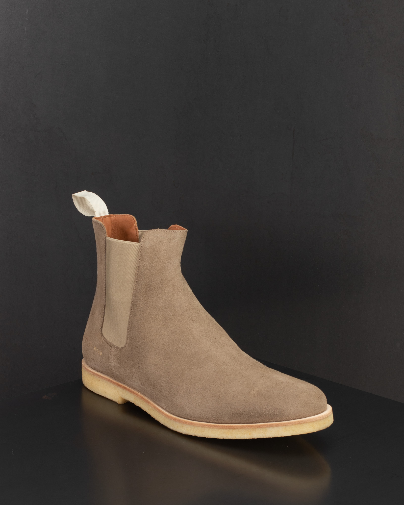 CHELSEA BOOT IN SUEDE TAUPE by Common